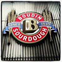 10/15/2012 tarihinde Lindsey R.ziyaretçi tarafından Boudin Bakery Café Baker's Hall'de çekilen fotoğraf
