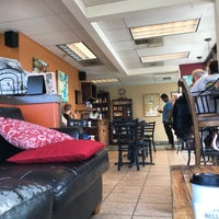 Foto scattata a Bella Rosa Coffeehouse da Kent il 7/5/2018