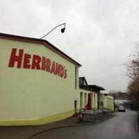 Das Foto wurde bei Herbrand's von travelholic am 12/22/2012 aufgenommen