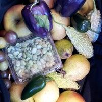 Foto tomada en 14th and U Farmer's Market por Anna J. el 10/13/2012