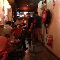 3/21/2013 tarihinde Charles C.ziyaretçi tarafından Grandma's Bar'de çekilen fotoğraf