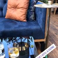 รูปภาพถ่ายที่ Cratos Nargile Café โดย Önder B. เมื่อ 11/11/2018