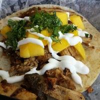Foto scattata a Torchy's Tacos da Tracy B. il 10/12/2013