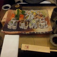 Foto tirada no(a) Sushi Zen por mike larry draw em 3/25/2013