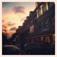 Photo prise au The Bayleaf Hotel par Jaeriell T. le2/16/2013