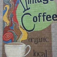 Das Foto wurde bei Vintage Coffee von Mark H. am 8/23/2013 aufgenommen