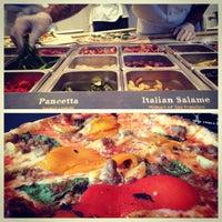 5/2/2013 tarihinde Matt O.ziyaretçi tarafından BUILD Pizzeria'de çekilen fotoğraf