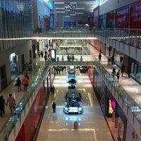 Foto tirada no(a) Mall Multiplaza Pacific por Richard C. em 12/27/2012