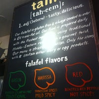 Foto diambil di Taïm Falafel and Smoothie Bar oleh Julia M. pada 8/1/2013