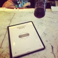 Photo prise au Serena's Wine Bar-Cafe par Pamela P. le5/3/2015