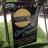 6/19/2014 tarihinde Jen A.ziyaretçi tarafından Vivant Fine Cheese'de çekilen fotoğraf