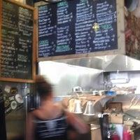 4/9/2013 tarihinde Mary A.ziyaretçi tarafından Jack Brown's Beer & Burger Joint'de çekilen fotoğraf