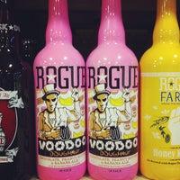 Foto tomada en Binny's Beverage Depot por Lisa K. el 8/17/2013