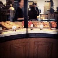 Das Foto wurde bei Sidecar Doughnuts & Coffee von Debbie M. am 4/10/2013 aufgenommen