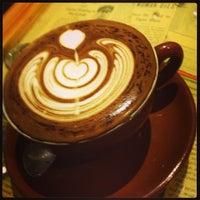 7/17/2013 tarihinde Lueziyaretçi tarafından Thinking Cup'de çekilen fotoğraf