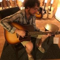 6/23/2018 tarihinde Michelle Rose Dombziyaretçi tarafından Guitar Center'de çekilen fotoğraf