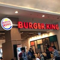 Foto scattata a Burger King da KýlęAārön🌹 ك. il 9/22/2018