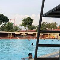 Photo prise au Woodlands Swimming Complex par KýlęAārön🌹 ك. le7/19/2018