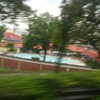 Photo prise au Woodlands Swimming Complex par KýlęAārön🌹 ك. le5/8/2016