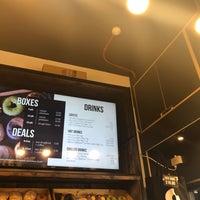 รูปภาพถ่ายที่ Crosstown Doughnuts & Coffee โดย Tia เมื่อ 8/15/2019