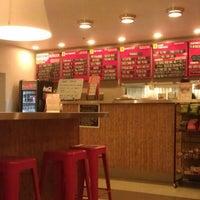 1/18/2013 tarihinde Juan L.ziyaretçi tarafından Custom Burger'de çekilen fotoğraf