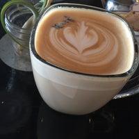 Снимок сделан в Makers & Finders Coffee пользователем Caroline C. 4/2/2015