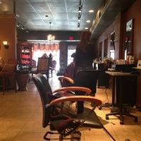 Foto tomada en Enigma Hair Studio, LLC por Eneida L. el 2/2/2013