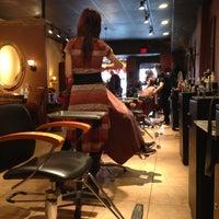 Foto tomada en Enigma Hair Studio, LLC por Eneida L. el 4/13/2013