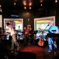 Foto tirada no(a) Blowfish Bar & Grill por Gail R. em 8/26/2013