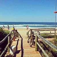 Foto tirada no(a) Praia Brava por Rafael Felipe S. em 4/20/2013