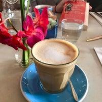 4/9/2017にPaige A.がTwo Hands Restaurant & Barで撮った写真