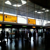 Foto tirada no(a) London Stansted Airport (STN) por Ruben F. em 6/16/2013