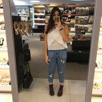b9933f6ce ... Foto tirada no(a) Mundial Calçados por Laís H. em 12/7 ...
