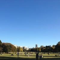 Das Foto wurde bei Shinjuku Gyoen von yakkunkun am 11/10/2012 aufgenommen