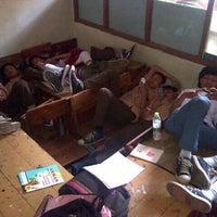 Photo prise au SMA Negeri 25 Bandung par Maugi A. le2/7/2013