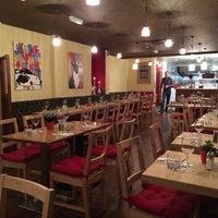 Foto tomada en Whitefriar Grill por Alexi K. el 11/18/2013