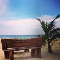 Foto tirada no(a) Único Beach por carlos m. em 6/28/2013