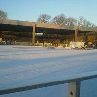 Foto tirada no(a) LeFrak Center at Lakeside por Roger B. em 12/14/2014