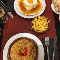 Foto tirada no(a) Oporto restaurante por Anna R. em 10/27/2017