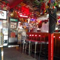 Foto tomada en The Red Bar por Barney M. el 1/27/2013