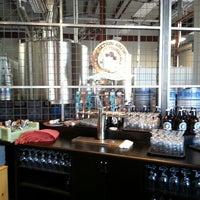 รูปภาพถ่ายที่ Discretion Brewing โดย Russell เมื่อ 5/13/2013