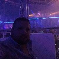 Das Foto wurde bei Cesars Night Club von Ercan Ç. am 9/10/2017 aufgenommen