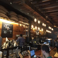 Photo prise au Starbucks Reserve par Maha le5/5/2018
