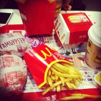Foto tirada no(a) McDonald's por Gulya A. em 1/10/2013