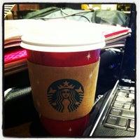 Foto tirada no(a) Starbucks por Maribel em 11/30/2012