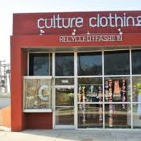 Photo prise au Culture Clothing par Tabitha C. le2/24/2013