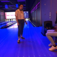 Foto tirada no(a) Circle Bowl & Entertainment por Jennie A. em 7/30/2018