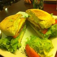 Foto diambil di barDpizzas oleh Marcela W. pada 3/13/2013