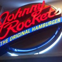 Foto tomada en Johnny Rockets por Robert G. el 3/10/2013