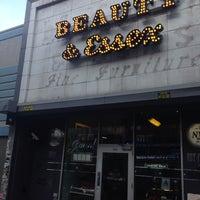 Das Foto wurde bei Beauty & Essex von Eric J. M. am 7/10/2013 aufgenommen